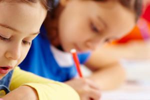 בתי ספר רגישים לטראומה ושילוב של למידה רגשית חברתית  (SEL)
